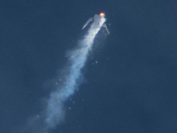 SpaceShipTwo disintegrates