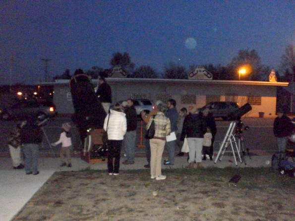 Folks out to see the planets