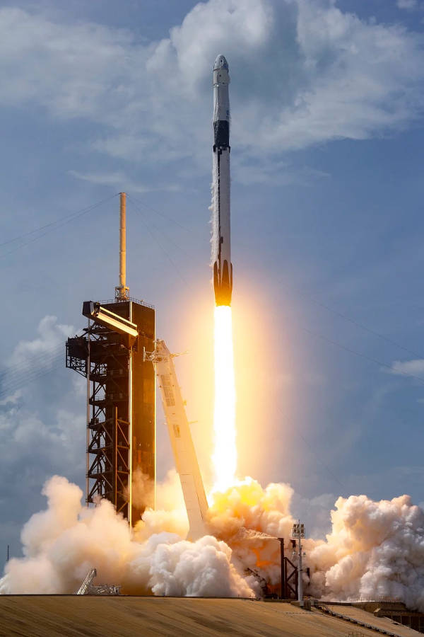 SpaceX launches first two astronauts to the ISS